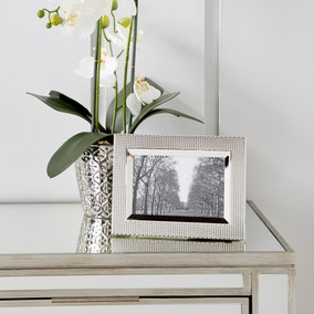 """Textured Silver Plated Photo Frame 6"""" x 4"""" (15cm x 10cm)"""
