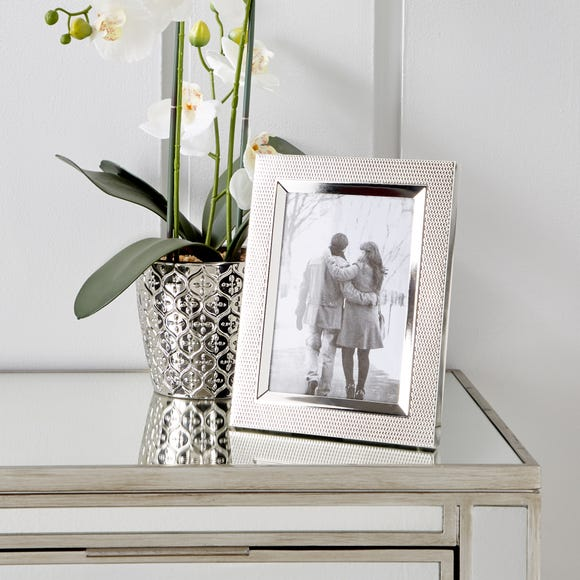 "Textured Silver Plated Photo Frame 7"" x 5"" (18cm x 12cm) Silver"