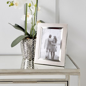"""Textured Silver Plated Photo Frame 7"""" x 5"""" (18cm x 12cm)"""
