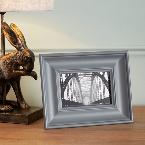 """Grey Wooden Painted Photo Frame 6"""" x 4"""" (15cm x 10cm) Grey"""
