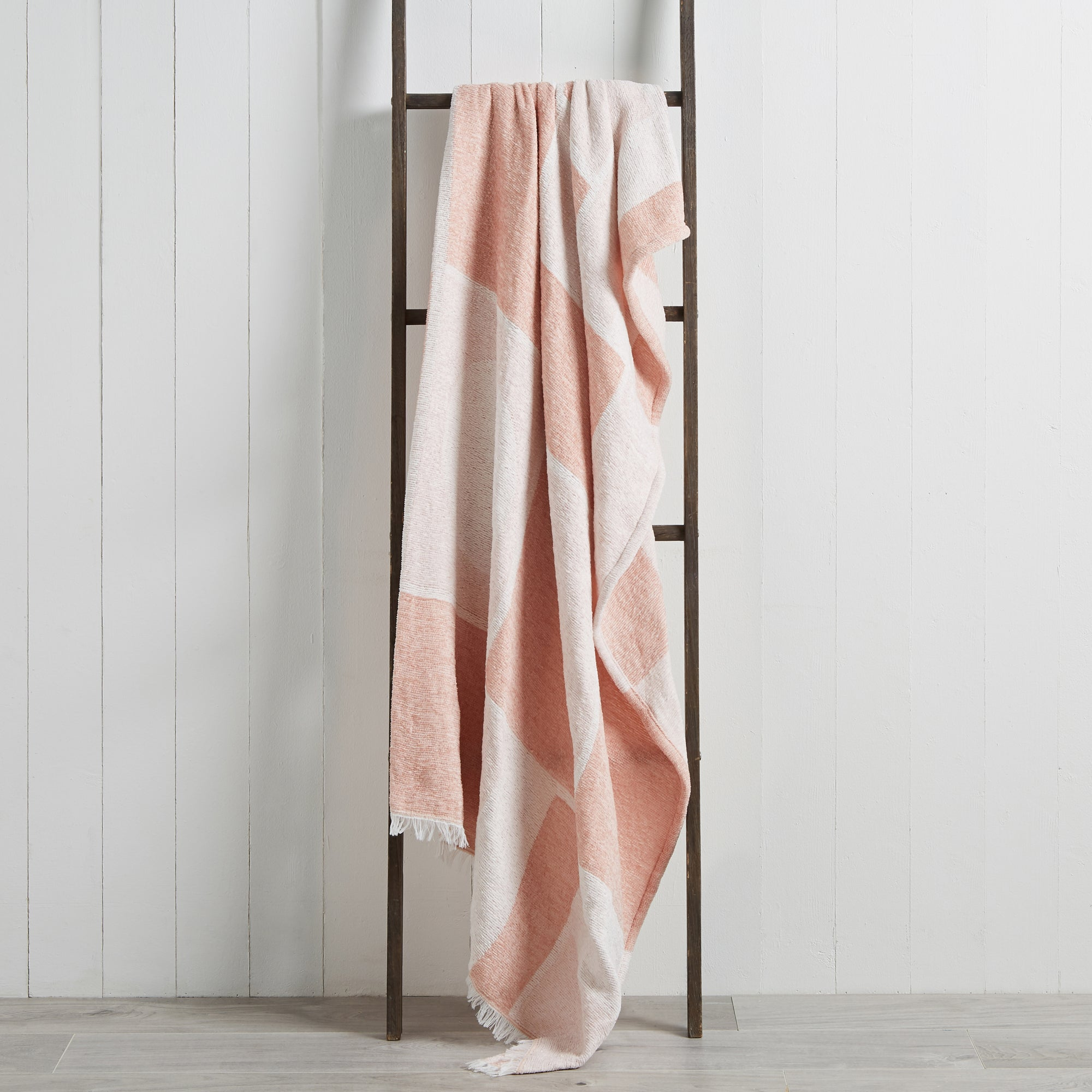 Photo of Block chenille 130cm x 180cm throw pink and white