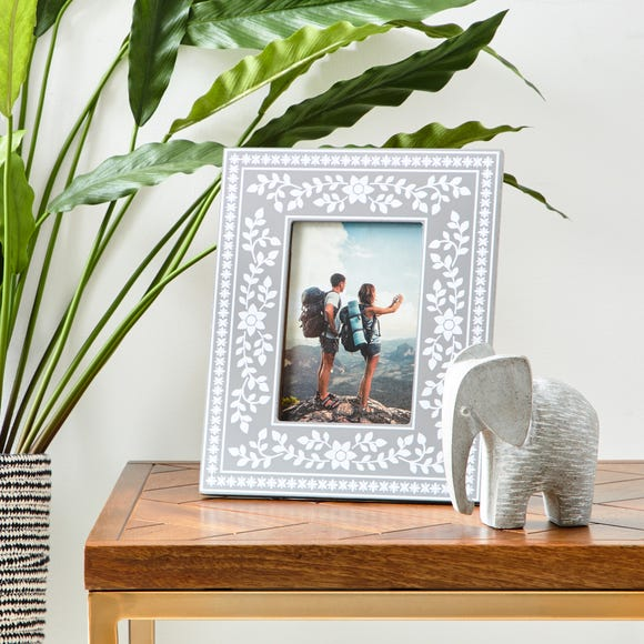 """Patterned Painted Frame 6"""" x 4"""" (15cmx 10cm) Grey"""