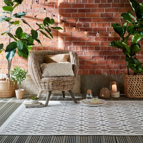 Mondo Geometric Indoor Outdoor Rug
