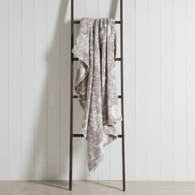 Winter Stag Fleece Grey 130cm x 170cm Throw