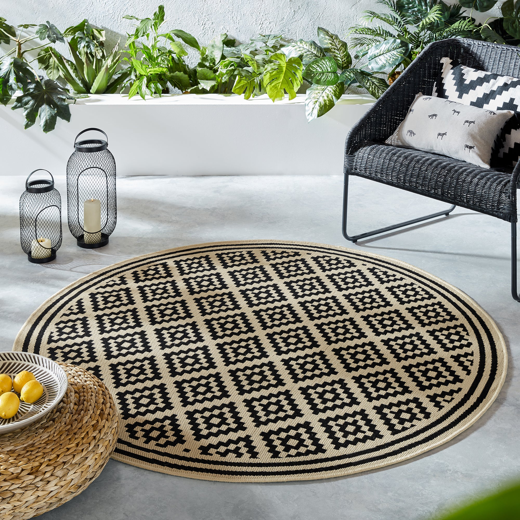 Photo of Indoor outdoor moretti circle rug black and beige