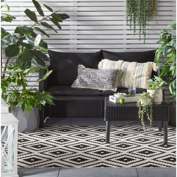 Geometric Monochrome Indoor Outdoor Rug  undefined