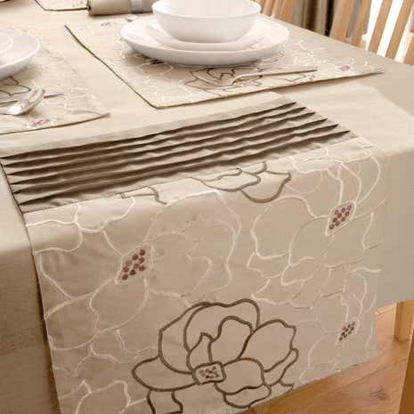 Natural Scattered Flowers Table Runner