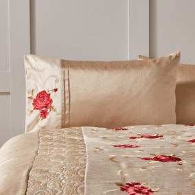 Juliet Red Housewife Pillowcase