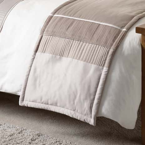 Latte Clermont Bed Runner