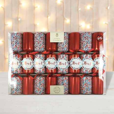 Pack of 8 Red Berries Luxury Christmas Crackers