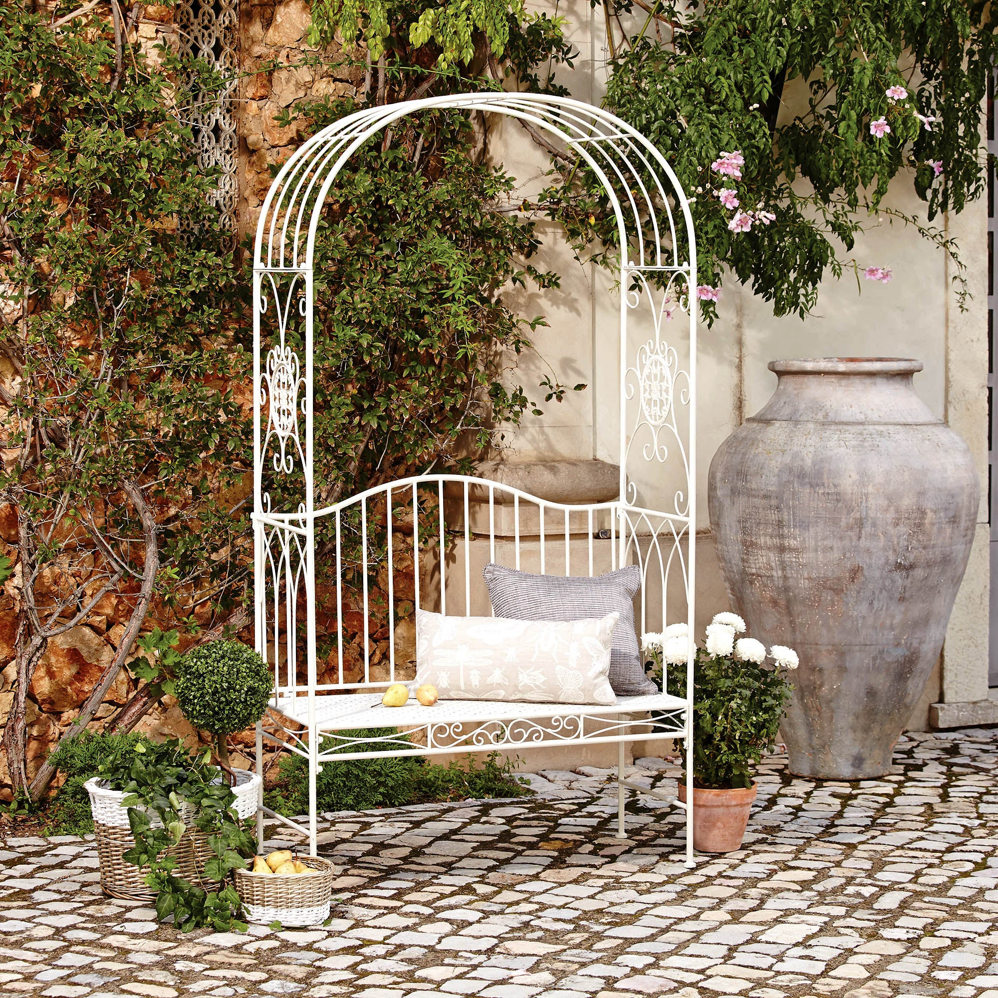 Photo of Valentino arch bench white
