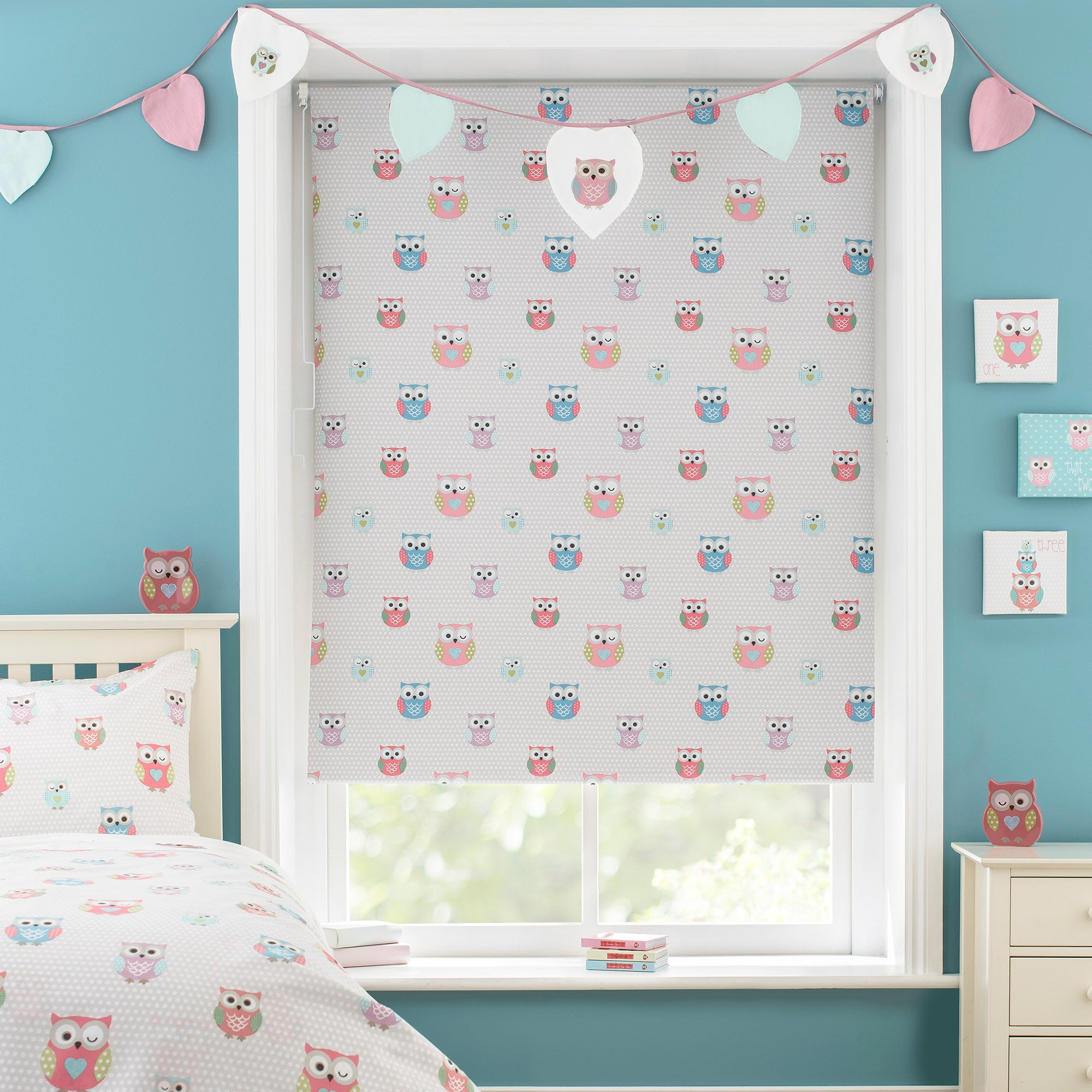 Photo of Kids pretty owls blackout cordless roller blind beige / pink