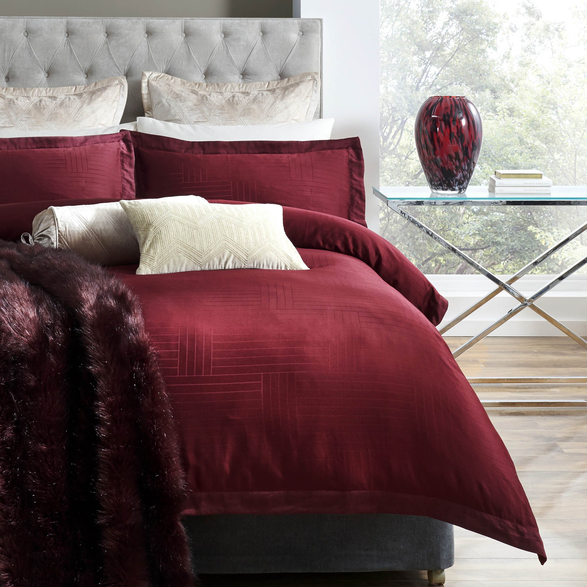 Image of 5A Fifth Avenue Empire Jacquard 100% Cotton Duvet Cover and Pillowcase Set Wine (Red)