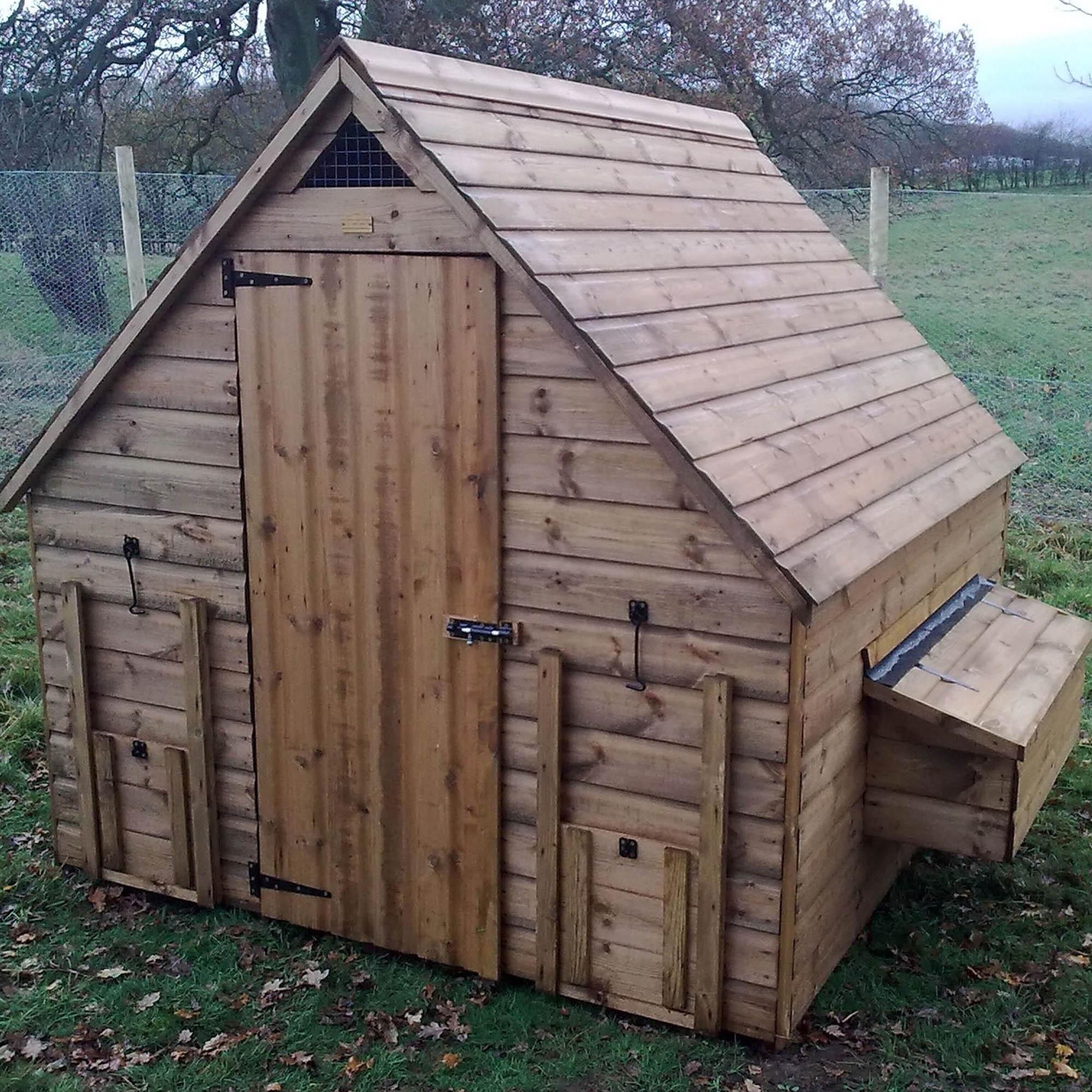 Kensington Deluxe Chicken House Pine (Brown)