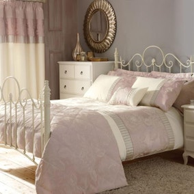 Olivia Pink Bed Linen Collection